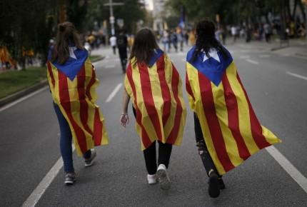 Estudiantes catalanes salen a la calle a defender referéndum