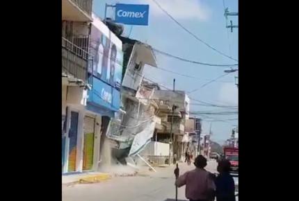 Continuan derrumbes en Juchitán, captan momento cuando cae edificio