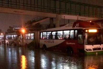 Intensas lluvias inhabilitan 6 unidades del Mexibús