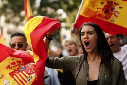 Miles de españoles marchan contra independencia catalana