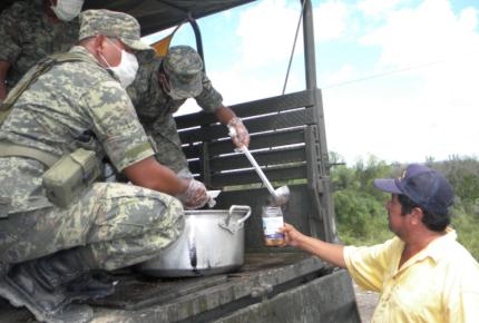Mil 842 soldados y 200 PF asisten a damnificados de sismo