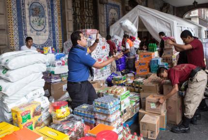 Comienza a llegar ayuda a damnificados por sismo de 8.2 grados
