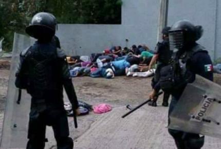 Normalistas se enfrenta a policías en Tiripetío; detuvieron a 65