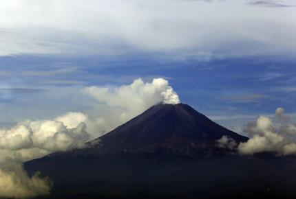 Popo lanza fumarola de 2 kms; ceniza llega a Cuernavaca