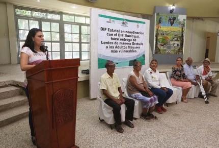 Chiapas emprende campaña de salud visual en favor de los adultos mayores