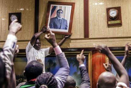 #FOTOS: Zimbabwe festeja renuncia de Mugabe