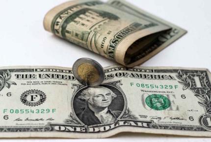 Banxico favorece al peso; dólar se vende en 19.35 en ventanillas