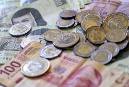 Dólar gana terreno frente al peso y se vende en $19.30