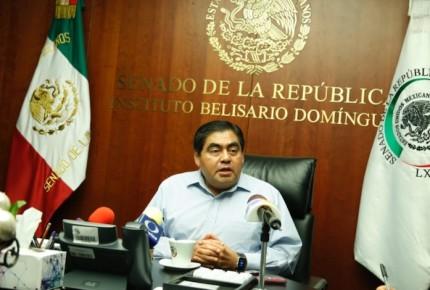 Barbosa acusa a PRI y PAN de negociar fiscalías