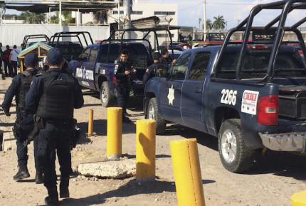 Trasladan a 49 reos del Edomex a penales federales