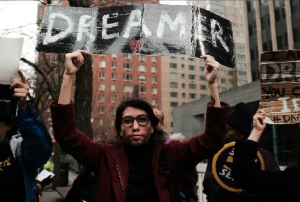 Trump propone canjear DACA por 25 mdd para muro