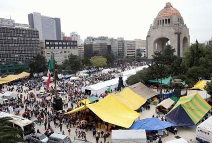 Campesinos exigen apoyos con plantón en el Monumento a la Revolución
