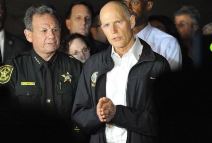Gobernador de Florida eleva edad mínima para comprar armas