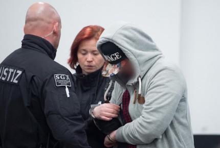 """Condenan a 8 por ataques """"terroristas"""" contra refugiados en Alemania"""