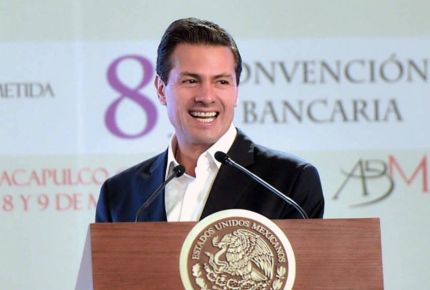 Peña Nieto promulga la Ley Fintech, ante banqueros