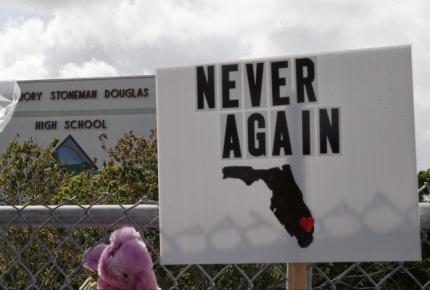 Aprueba Florida armar a maestros; venta sólo a mayores de 21