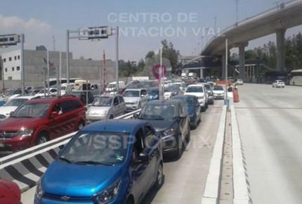 Por fila de 33 km aplican reversible en la México-Cuernavaca