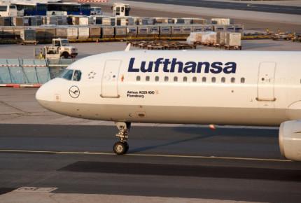 Lufthansa prevé eliminar 22 mil plazas por afectaciones