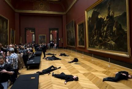 Evacuan sala del Louvre por una protesta