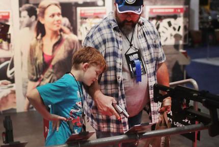 Fabricantes de armas acechan mercado juvenil