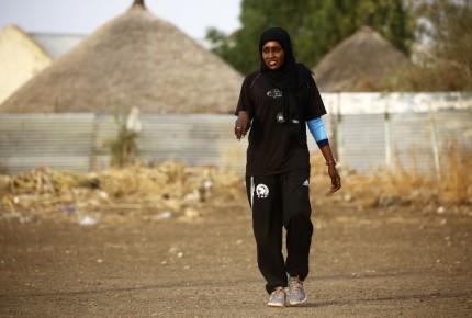 Hace historia primera entrenadora de futbol masculino en Sudán