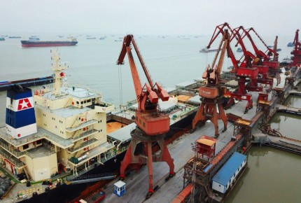 China anuncia aranceles de 25% a EU a 106 productos por 50 mil mdd