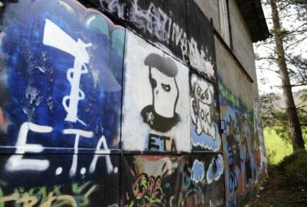 Histórico: ETA pide perdón a víctimas de su lucha