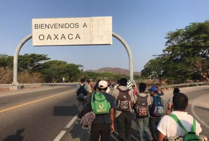México frena Viacrucis Migrante, hay retenidos; Trump celebra
