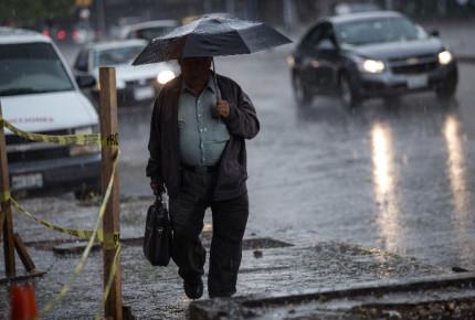 Prevén lluvias en 20 estados por Frente frío