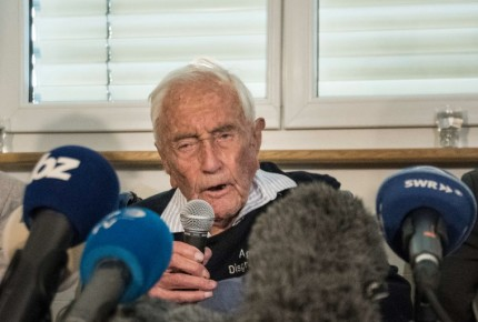 Científico de 104 años espera autorización para terminar su vida