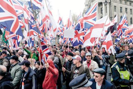 Neonazis en Gran Bretaña, más organizados y violentos