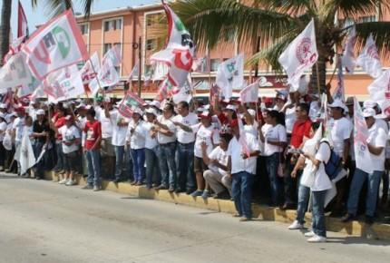 Chocan camiones de simpatizantes del PRI en Zacatecas; hay 20 heridos