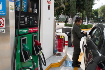 Hacienda no descarta nueva alza al precio de la gasolina