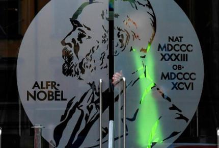 Por escándalo sexual suspenden entrega del Nobel de Literatura