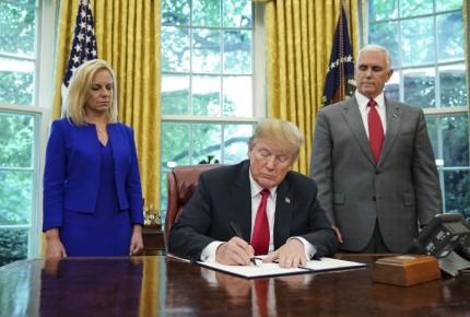 Trump firma decreto que pone fin a separación de familias migrantes