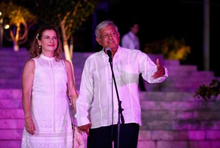 """""""Canta, canta"""", la nueva canción de Beatriz Gutiérrez para AMLO"""