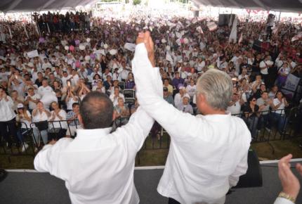 Alejandro Vera declina a favor de Cuauhtémoc Blanco