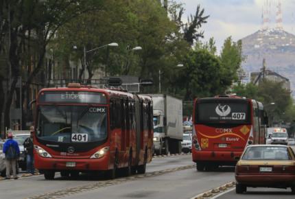 Detienen a dos hombres por acoso sexual en Metrobús