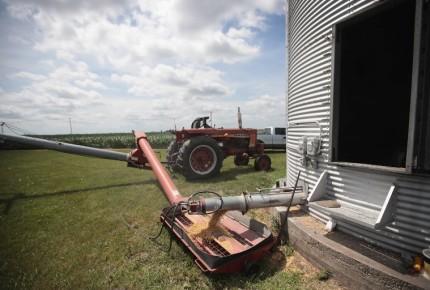 Agricultores de EU, preocupados y furiosos con guerra comercial