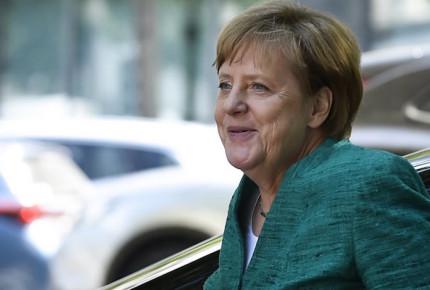 Destino de Europa, en manos de política de asilo, asegura Merkel