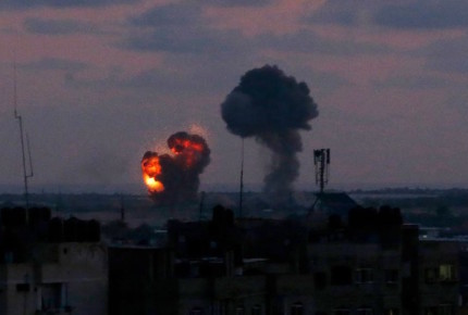 Israel responde y bombardea 25 objetivos en Gaza