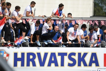 Croacia recibe a sus héroes; celebran derrota como campeonato