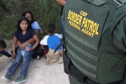 EU 'congela' entrega de 46 niños migrantes a sus padres