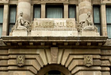Depreciación y cambio de precios en hidrocarburos afectarían inflación: Banxico
