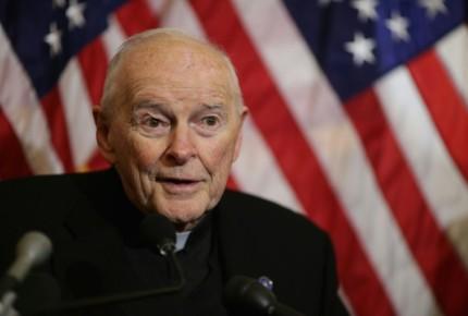 Renuncia cardenal de EU acusado de abuso sexual