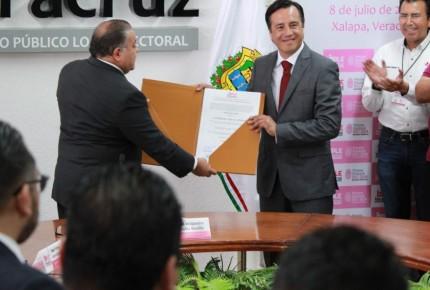 Veracruz ratifica triunfo de Cuitláhuac García; recibe constancia
