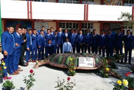 Se gradúa generación de los 43 normalistas de Ayotzinapa