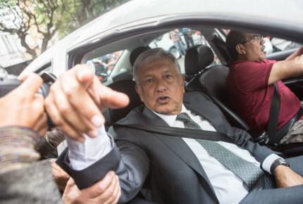 """AMLO da gracias a Fox, Calderón y Salinas; pero """"se acabó la pensión"""", reitera"""