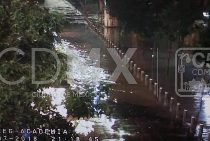 Lluvia y granizo deja encharcamientos en CDMX