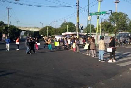 Por falta de agua, vecinos bloquean accesos a El Rosario en la CDMX